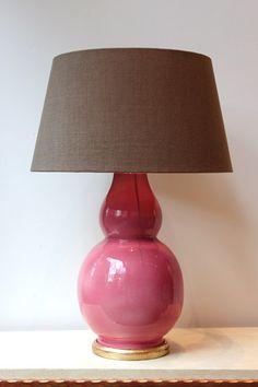 Lámpara de Mesa Color Rosa Clásico Cerámica | Pottery Table Lamp Classic Pink Color. Detana, Madrid.