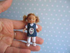 OOAK Baby Puppe Beweglich 6,7 cm Miniatur 1:12 Puppenstube ---- Handmade Polymer Clay Artist Doll. 12th scaled doll house doll artisan art