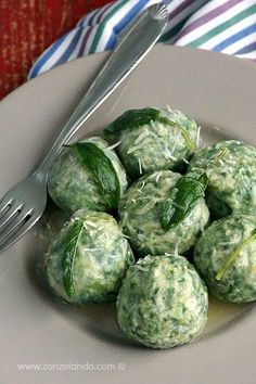 """""""Gnudi"""" Ricotta, spinach, gnocchi, butter and sage — Mediterranean Foods Tortellini, Gnudi Recipe, Food Articles, Weird Food, Savoury Dishes, Light Recipes, Pasta Dishes, Vegetable Recipes, Vegetarian"""