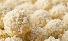 Receita de brigadeiro gourmet branco com cobertura de granulado de chocolate branco