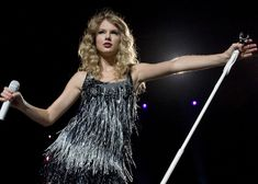 taylor swift performing fearless tour