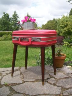 I thin I need a table made from vintage Samsonite...