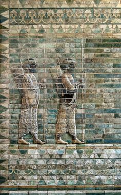 Archers frieze from Darius' palace at Susa.  Achaemenid era, ca. 510 BC. Louvre. Excavated by Marcel Dieulafoy, 1885–1886. Photographed by Jebulon.