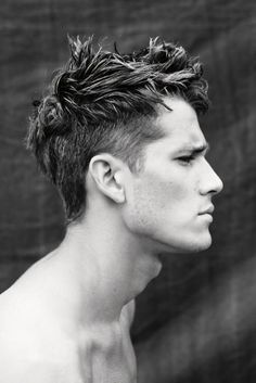 Messy hairstyles for men have been trending for some time and the cool thing is tha they can be done on straight hair, wavy hair and curly coiled hair. There is no specific hair shape for messy hairst Mens Short Messy Hairstyles, Undercut Hairstyles, Hairstyles Haircuts, Haircuts For Men, Men Undercut, Modern Haircuts, Latest Hairstyles, Mens Longer Hairstyles, Medium Hairstyles