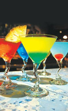 Love these colours - would love to try these #cocktails #coolcocktails #tasty #drinks