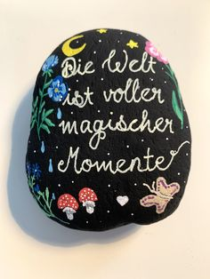 Pebble Painting, Stone Painting, Stone Drawing, Painted Rocks, Hand Painted, Rock And Pebbles, Rock Painting Ideas Easy, Rock Decor, Happy Paintings