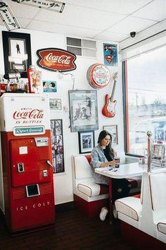 ↠𝐩𝐢𝐧𝐭𝐞𝐫𝐞𝐬𝐭 : 𝐩𝐚𝐢𝐠𝐞𝐡𝟐𝐨𝐬↞ Retro 50, Retro Cafe, Deco Retro, Deco Baroque, Ruta 66, 1950s Diner, Vintage Diner, Retro Diner, Vintage Style