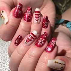 Gettin in the holiday mood! @i_heart_nailart #VPGena #gelnail #nailart #vanityprojectsmia #VPOfficialIG