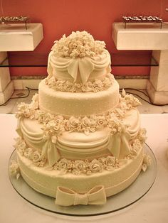 Cake design by Vania Braga Elegant Wedding Cakes, Beautiful Wedding Cakes, Beautiful Cakes, Amazing Cakes, Pretty Cakes, Cute Cakes, Wedding Cakes With Cupcakes, Cupcake Cakes, Bolos Cake Boss
