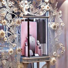 Nirav Modi - Hong Kong - IFC #niravmodi #ateliermarikachaumet #inspiration #architecture #archilover #style #art #interiorarchitect #interiorarchitecture #hongkongshop #design #retail #store #design #interior #hongkong #hongkongIFC #luxurystore #highjewellery #ifc