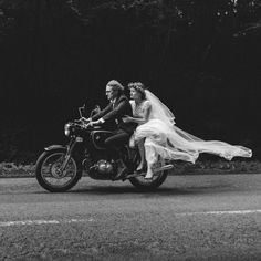 Make sure that you have a great wedding event. Asegúrese de tener un gran evento de boda. Motorcycle Wedding Pictures, Motorcycle Couple, Biker Couple, Women Motorcycle, Motorcycle Quotes, Motorcycle Helmets, Wedding Groom, Wedding Pics, Wedding Day