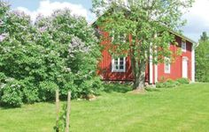 Holiday home Klinten Alvesta Alvesta Holiday home Klinten Alvesta offers accommodation in Alvesta, 21 km from V?xj? and 37 km from V?rnamo. The unit is 30 km from Asa. Free private parking is available on site.  There is a seating area, a dining area and a kitchen. A TV is offered.