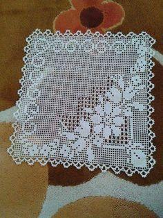 Dantel Mutfak Takımı Modelleri Dantel Mutfak Takımı Modelleri Buzdalabi örtüsü olarak örülen bir dantel model bunu Kayseride bir çeyizcide çekmistim fakat adini hatırlaya... #Dantel #DantelMutfakTakımı #dantelmutfaktakımımodelleri #dantelmutfaktakımıörnekleri Filet Crochet Charts, Crochet Diagram, Crochet Motif, Crochet Designs, Crochet Doilies, Hand Crochet, Crochet Flowers, Crochet Stitches, Knit Crochet