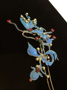 六十年代初孫養農夫人在國內為白雪仙買的一套點翠頭面。 Kingfisher, Cheongsam, Hairpin, Feather, Asia, Traditional, Cards, Jewelry, Quill