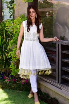 Latest Eid Lawn Collections 2019 By Top Pakistani Designers Eid Collection 2017, Kurti Collection, Winter Collection, Bachchan Family, Short Frocks, White Suits, Cotton Suit, Pakistani Designers, Indian Designer Wear