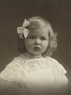 Beautiful Little Girl circa 1915