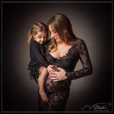 Shooting grossesse mère fille dans le val de marne pour de beaux souvenirs en famille avant l'arrivée de bébé Studio, Baby Arrival, The Sea, Pregnancy, Photography, Bebe, Studios