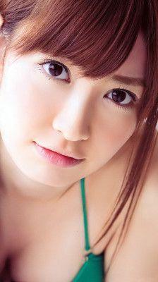 端正な顔立ちと、白い肌。どんな服でも着こなせる抜群のプロポーションを持ち、正統派美女と呼ばれる。前田敦子「AKB48の美人代表」。高橋「人一番美意識が高い」