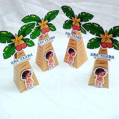 Cones fechado!! Enfeites de mesa no tema Moana!!! Festa Moana da pequena Ana Clara que está fazendo 3 anos aqui de SP!!! #conedemesamoana #moana #festamoana #temamoana #festademenina #aniversariomoana #papelpapeleiro #bomdia #personalizadosmoana
