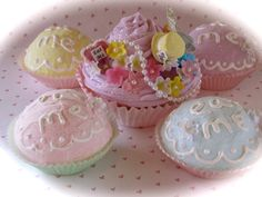 Alice In Wonderland Inspired Mad Hatter's Tea Party Faux #Cupcakes in #Pastel