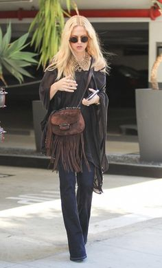 Rachel Zoe Photos - Fashion designer Rachel Zoe runs errands around Beverly Hills, California on June 16, 2016.  Rachel was praised by actress Jessica Alba at the Empathy Rocks Gala. - Rachel Zoe Runs Errands In Beverly Hills
