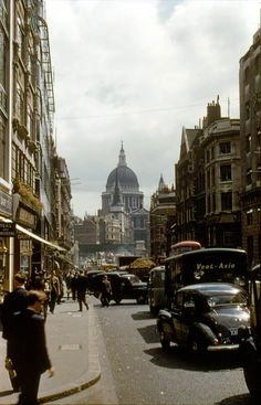 47 Color Photos Show Classic Cars on London Streets during the 1950s