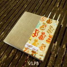 Protège carnet de coloriage en lin et coton chatons multicolores