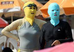 Le face-kini fait fureur sur les plages de Chine.
