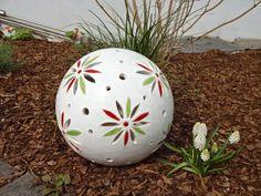 Dekoration - Keramik Kugel Gartenkugel Blüten groß weiß - ein Designerstück von KeramikSchneider bei DaWanda