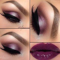 Maquillaje de ojos y labios lila.