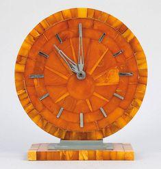Bernstein Amber Art Deco Clock, Northern Germany - Industrie/Königsberg. Bernstein. Mit Kienzle Quartzwerk. Werk und Funktion ohne Gewähr.