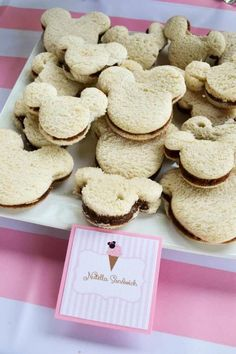 Minnie Mouse Ice Cream Shop Party Planning Ideas Supplies Idea Cake Minnie Mouse Ice Cream Party full of cute ideas via Kara's Party Ideas Minnie Y Mickey Mouse, Minnie Mouse Theme Party, Minnie Mouse 1st Birthday, Minnie Mouse Baby Shower, Mickey Mouse Parties, Mickey Party, Pirate Party, Disney Parties, Minnie Mouse Cookies