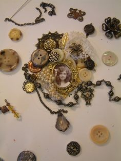 http://gingersnapcreations.blogspot.com/2012/03/laura-carson-making-vintage-button.html