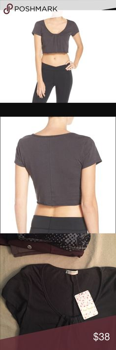 ✌🏽Free People Movement crop top Free People Movement⭐️athleisure/ athletic cropped shirt in charcoal grey, scoop neck with front and seaming detail. size: XS lululemon athletica Tops Crop Tops