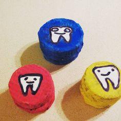 Scatoline porta dentini fatte e pitturate. Adesso aspettiamo le prime cadute. #dentidalatte #child #bambini