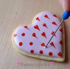 60 Heart Shaped Valentine's Day Cookies that'll get you to go Ooh LaLa - Hike n Dip Valentine's Day Cookies Royal icing recipe, royal icing ideas, royal icing cookies, cookie recipes, cookie decoratio Valentine's Day Sugar Cookies, Fancy Cookies, Iced Cookies, Cute Cookies, Heart Cookies, Heart Shaped Cookies, Baking Cookies, Valentines Day Cookies, Valentines Baking