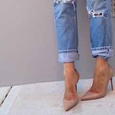 Nude shoes and ripped jeans. Moda Sneakers, Sneakers Mode, Sneakers Fashion, Fashion Heels, Nude Shoes, Nude Pumps, Beige Pumps, Shoes Heels, Stilettos