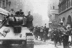 Foto: Osvobození centra Moravské Ostravy 30. 4. 1945, ulice 28. října