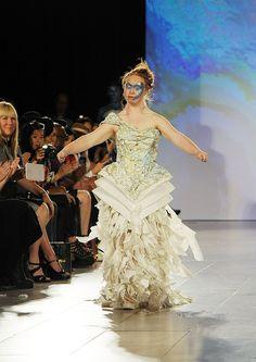 ダウン症のモデル、マデリンが世界最高峰のファッションショーに登場(動画・画像)