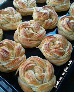 Image may contain: 1 person, food Pastry And Bakery, Bread And Pastries, Homemade Croissants, Bagel Shop, Bread Shaping, Football Food, Turkish Recipes, Food Hacks, Baking Recipes