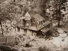 Abandoned house in the woods ;) ♡