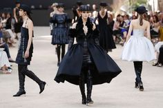 Maria Grazia Chiuri this season, had a difficult task: to unveil her second Haute Couture show at the helm of the House of Dior (celebrating the 70th anniversary of the house's foundi…