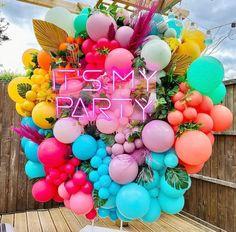 Balloon Wall, Balloon Garland, Balloon Ideas, Pool Party Favors, Teen Party Favors, Summer Party Themes, Birthday Balloon Decorations, Colorful Birthday, Custom Balloons