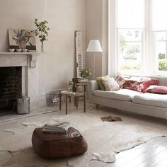 I love the couch, the lamp, the cow hide rug. Have always SO wanted a cow hide rug. Living Room Carpet, Rugs In Living Room, Home And Living, Living Spaces, City Living, Coastal Living, Interior Exterior, Interior Design, Interior Ideas