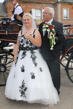 Témoignage client chez persun : robe de mariée brodé Trends, Bustier, Black And White, Formal Dresses, Client, Amp, Fashion, Bun Hair, Classy Red Dress
