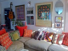 The gloriously bright and bohemian home, also known as the Jungalow of Interior Designer Justina Blakeney Bright and Eclectic Inte. Home Design Living Room, Eclectic Living Room, Living Rooms, Beige Couch, American Interior, Interior Decorating, Interior Design, Decorating Ideas, Bohemian Interior