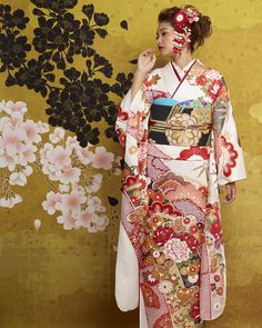 振袖レンタル | 振袖・袴・の滋賀レンタルびわ桜【全国宅配無料】 Long Sleeve Kimono, Kimono Top, Japan Woman, Color Blending, Yukata, Traditional Outfits, Oriental, Sari, Asian