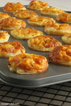 23 Puff Pastry Appetizers [Easy and Fast To Make] Puff Pastry Shell Recipe, Puff Pastry Recipes Savory, Puff Pastry Appetizers, Finger Food Appetizers, Yummy Appetizers, Hot Snacks, Savory Snacks, Cooking Recipes, Frozen Pastry