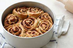and the English (a bit different version); http://minimalistbaker.com/one-bowl-banana-bread-cinnamon-rolls/