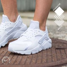 separation shoes 4de29 7830d nike nikeair huarache allwhite triplewhite sneakerbaas baasbovenbaas  Nike Wmns